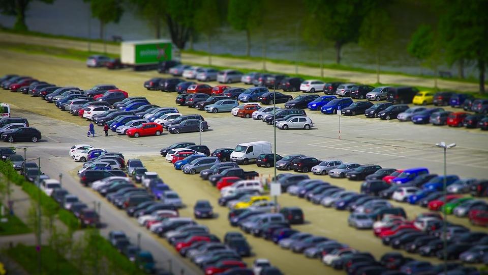 Во время ПМЭФ-2017 в Петербурге закроют более 1500 парковочных мест