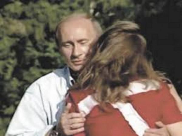 Поцеловавшая Путина россиянк…