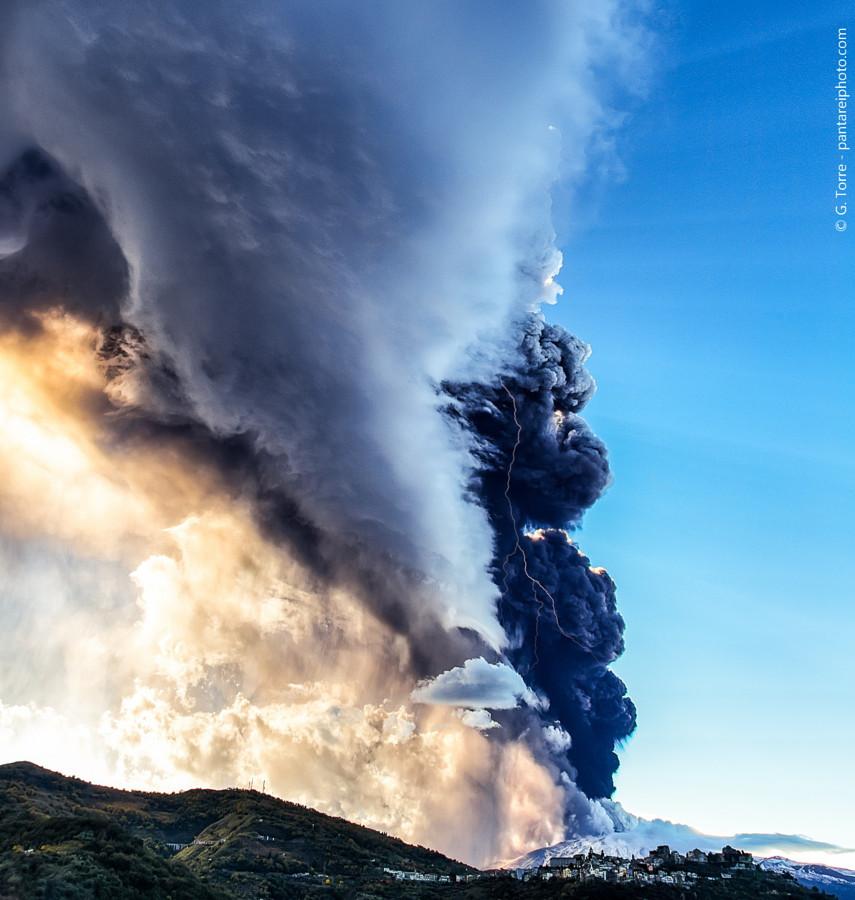 Молнии в тени вулкан, фото