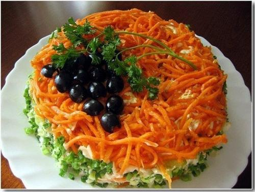 Праздничный слоеный салат «Изабелла».