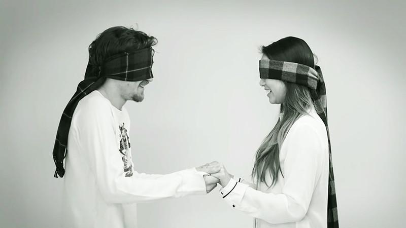 Социальный эксперимент: любовь с первого поцелуя