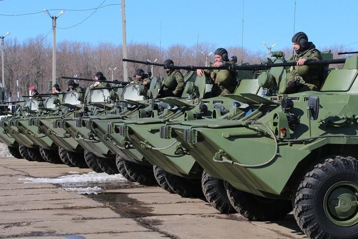 На вооружение учебного центра ЦВО на Урале поступили новые бронетранспортеры БТР-82А