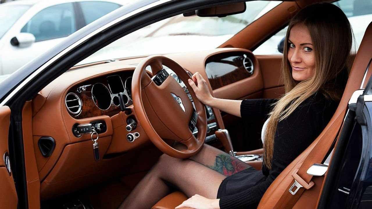 Какую машину купить новичку женщине?