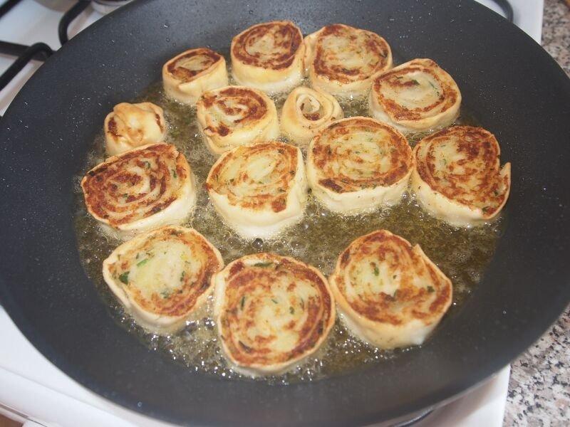 Алупатры (картофельные рулетики)  (Как обычно, очень легко готовится)