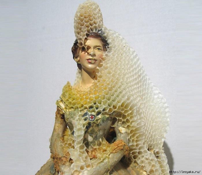 Канадская художница Aganetha Dyck научила  пчел делать предметы искусства