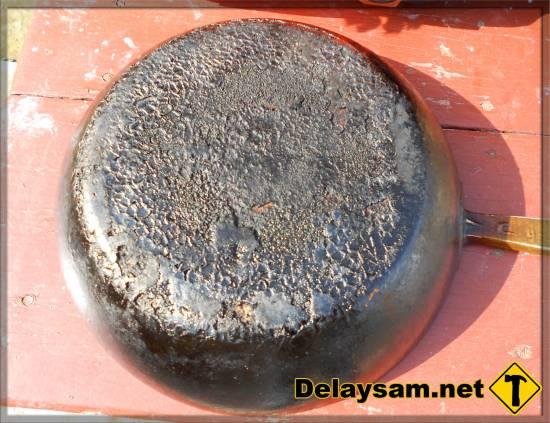 Как очистить нагар от сковороды чугунной