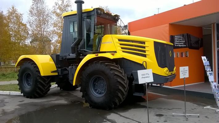 Выпущена новая модель промышленного тягача Кировец
