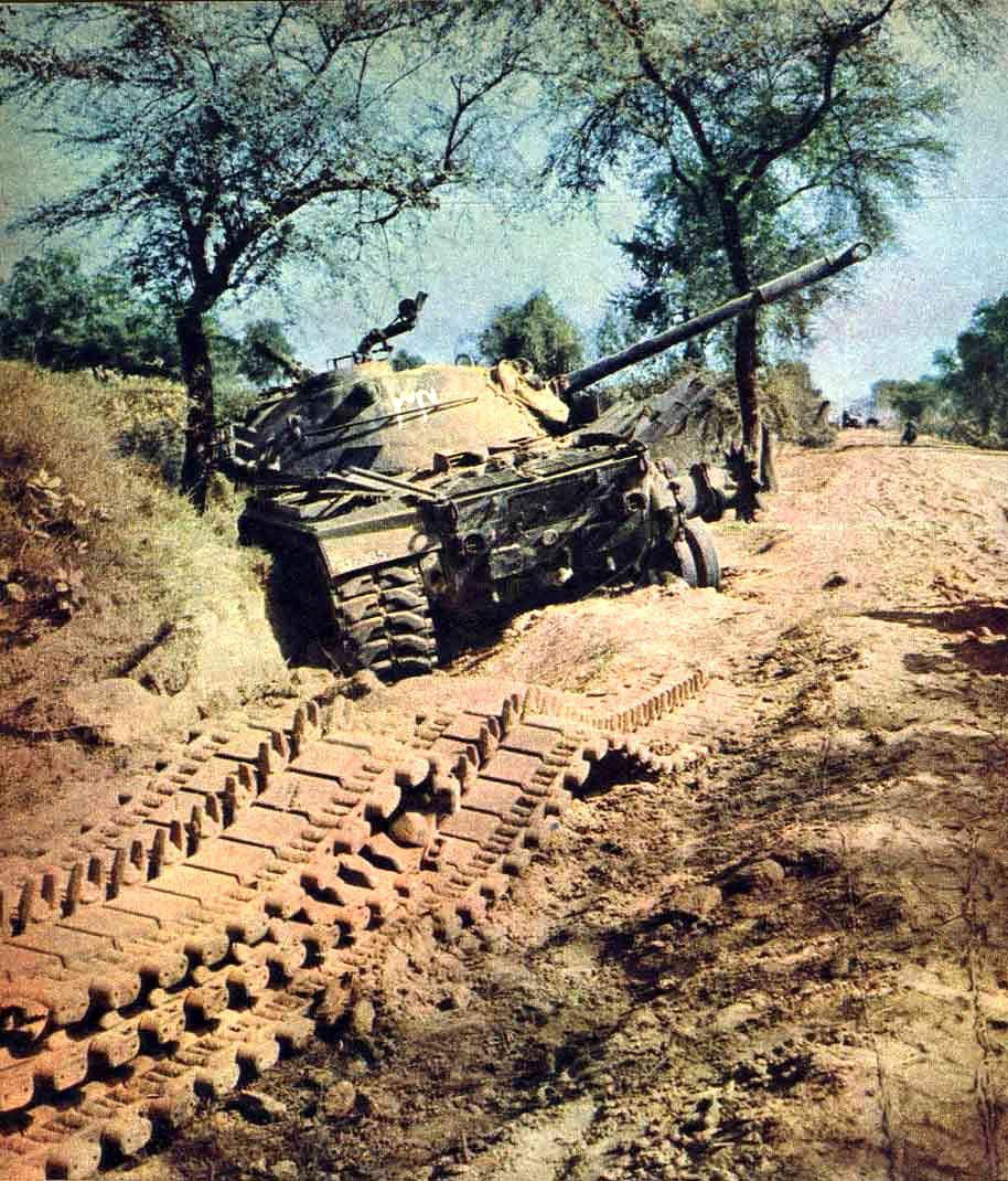 Подбитый «Паттон» на обочине дороги у Асал-Утара - Индо-пакистанская война 1965 года: танковое сражение за Асал-Утар   Военно-исторический портал Warspot.ru