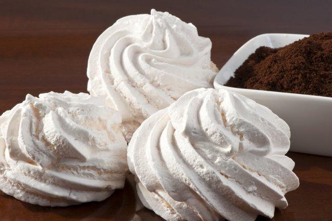 Безе в микроволновке: как за три минуты приготовить вкусный десерт