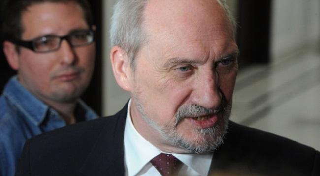 Министр обороны Польши назвал авиакатастрофу под Смоленском терактом