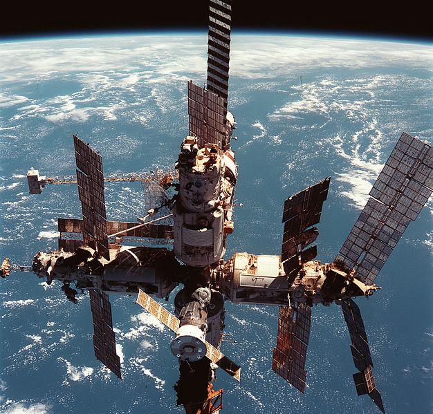 """Инопланетная зараза на орбитальной станции """"Мир"""""""