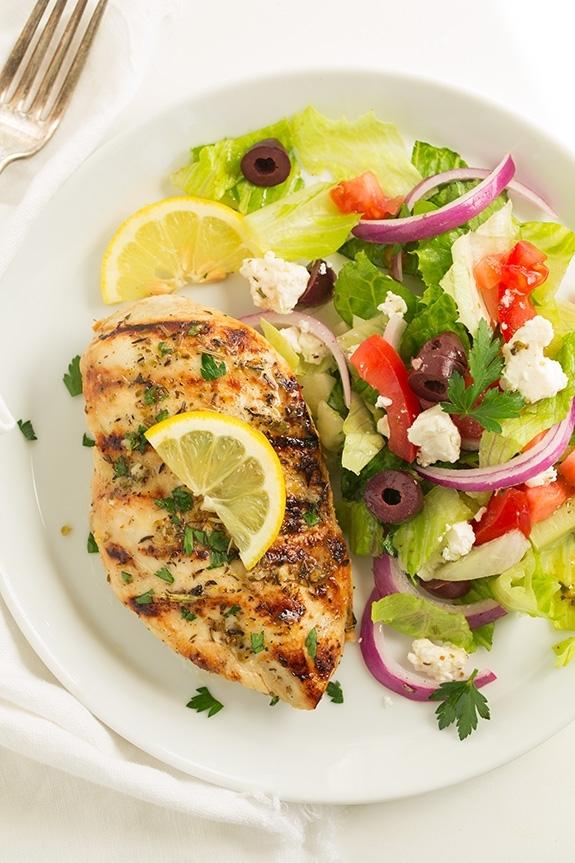 Куриное филе на гриле по-гречески с лимоном