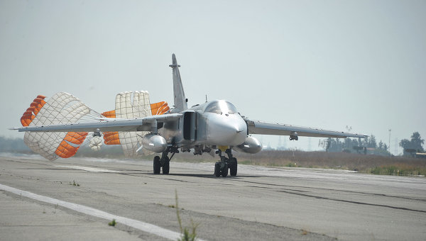 Российские Су-24 разбомбили в Сирии крупную базу ИГ