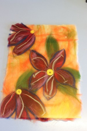 Фантазийные цветы — картина из шерсти