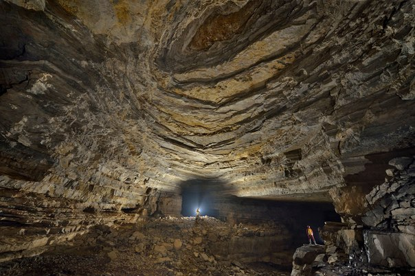 Подземные пещеры и лабиринты, опасности, особенности передвижения и поведения, аварийные ситуации