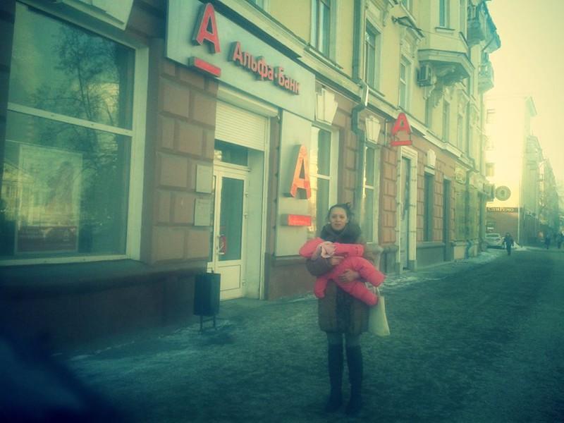 Жители Кемерова за ночь покрыли долг в банке матери-одиночки