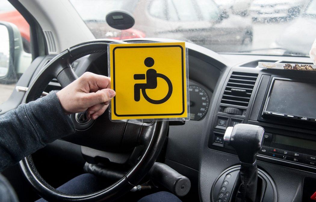 Инвалидов пустят под знак. Поправки в Правила дорожного движения изменят условия парковки