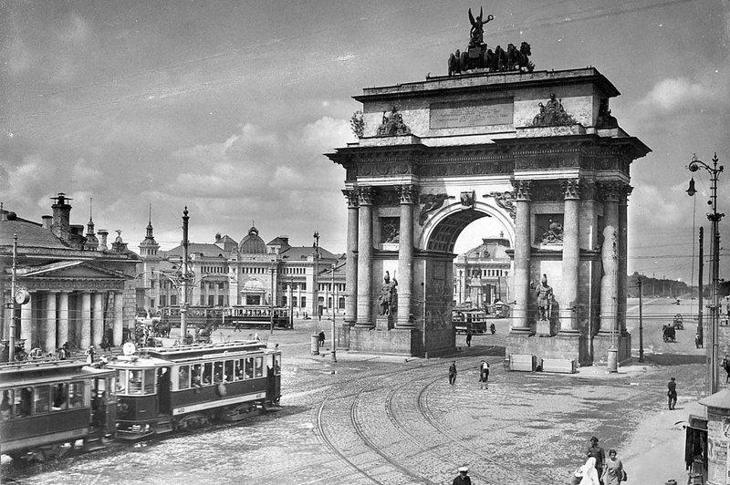 2. Вид на Триумфальную арку до и после, дороги, интересно, история, столица, тогда и сейчас, фото москвы