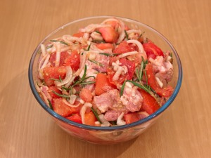 Шашлык из свинины, маринованной в помидорах, розмарине и луке