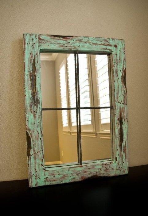 Фальш-окно из старой рамы со стеклом