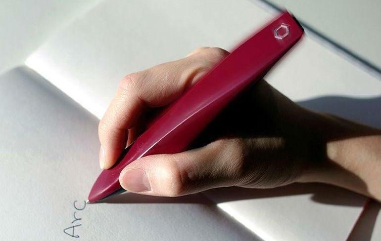 Arc — ручка, которая улучшает почерк людей с болезнью Паркинсона
