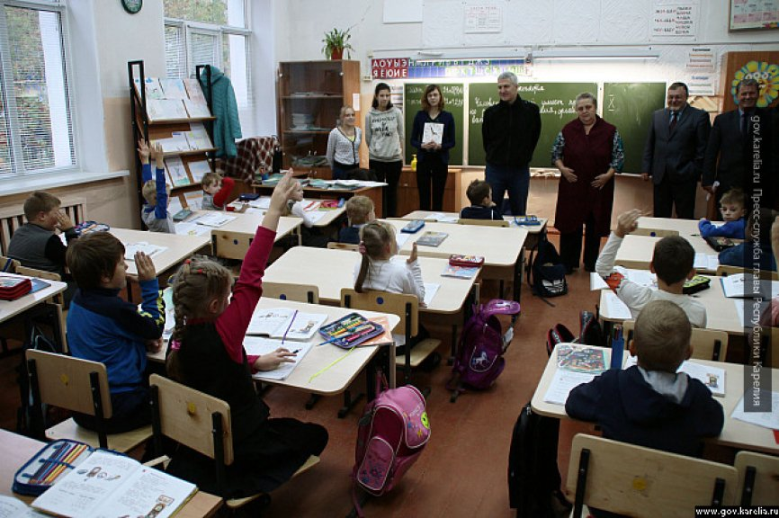 Новгородские школы закрыли из-за вспышки пневмонии: госпитализированы 22 школьника