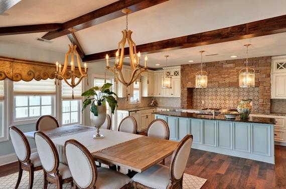 Деревянные люстры в интерьере кухни-столовой