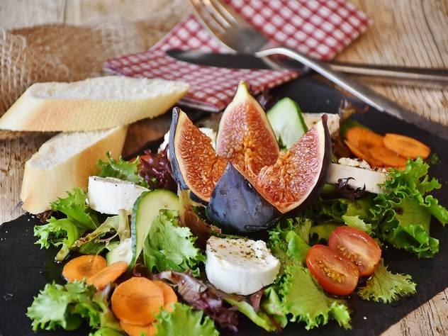 Поздний ужин повышает риск развития рака