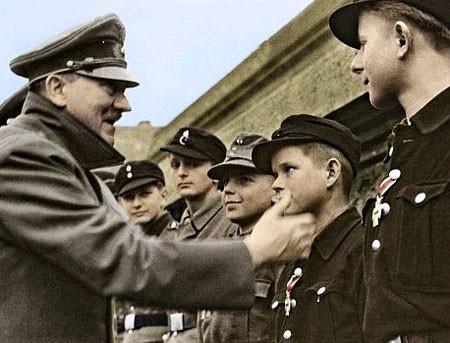 «Дети стреляли и по трупам, и по живым». Очевидцы о зверствах Гитлерюгенд
