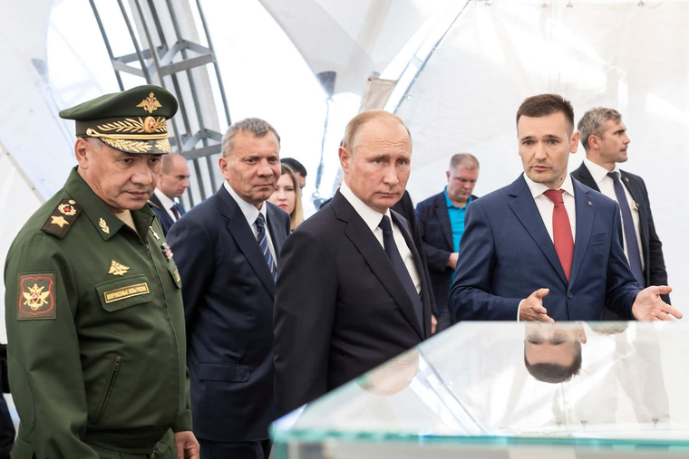 Стреляющего из винтовки Путина запечатлели на камеру.