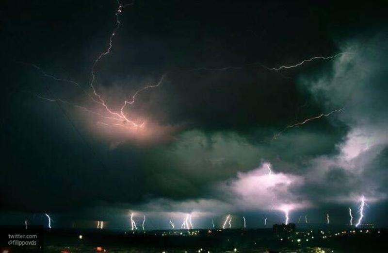 Тысячи жителей Новосибирской области остались без света из-за грозы