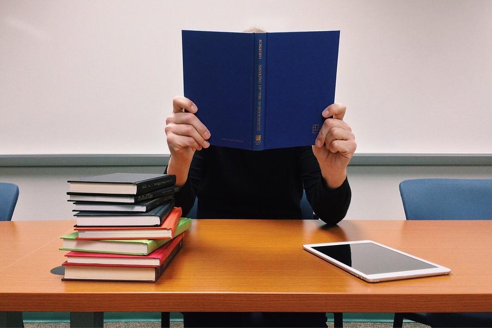 Если ребенок хорошо учится, его тоже могут травить за это.