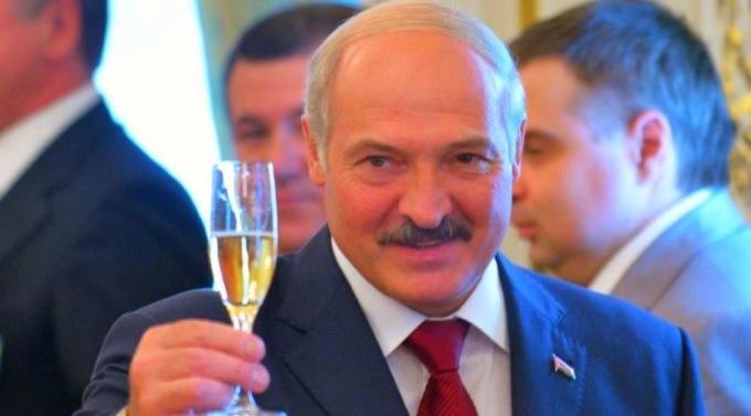 Александр Лукашенко отменил запрет на покупку алкоголя по ночам через сутки после принятия