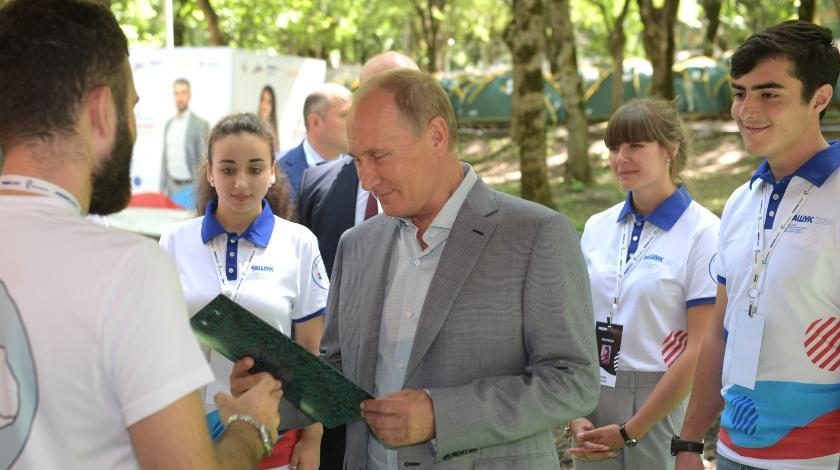 МГЕР показала президенту фильм о юных защитниках родины