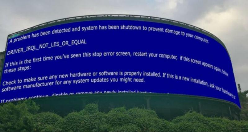 «Идеально для мемов»: в Малайзии хакеры поставили на билборде экран Paint, и понеслось