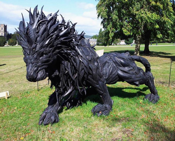 Лев из старых шин в мире, скульптура