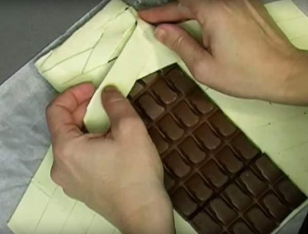 Невероятно простой рецепт - она положила шоколад на пласт теста