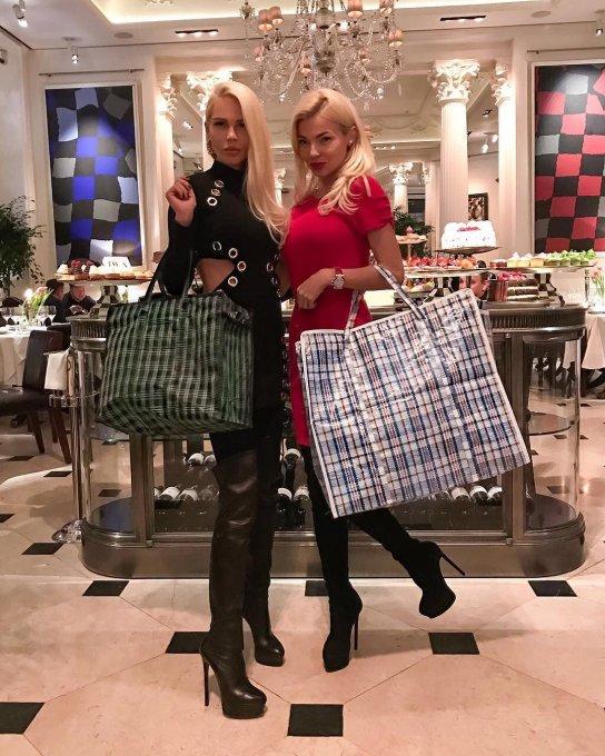 Мария Погребняк прикупила за 120 тысяч рублей клетчатую сумку челнока