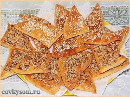 Сырное печенье с кунжутом и орехами