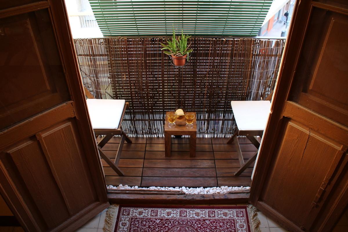 Уютные идеи интерьера для маленького балкона.
