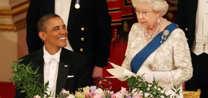 Почему Обама сидит при королеве?