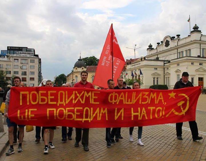 В Болгарии 9 мая открыты памятники сразу двум советским маршалам – полководцам Великой Отечественной войны Жукову и Толбухину.