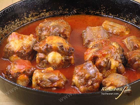 Обжарка говяжьего хвоста со специями и соусом