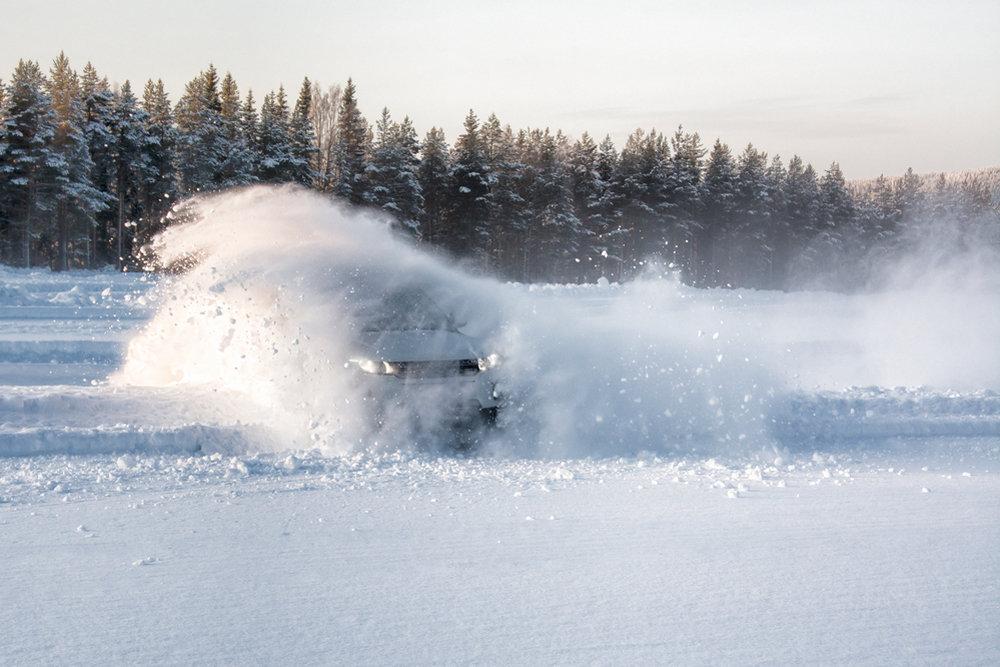 Автомобилистов предложили обучать зимнему вождению
