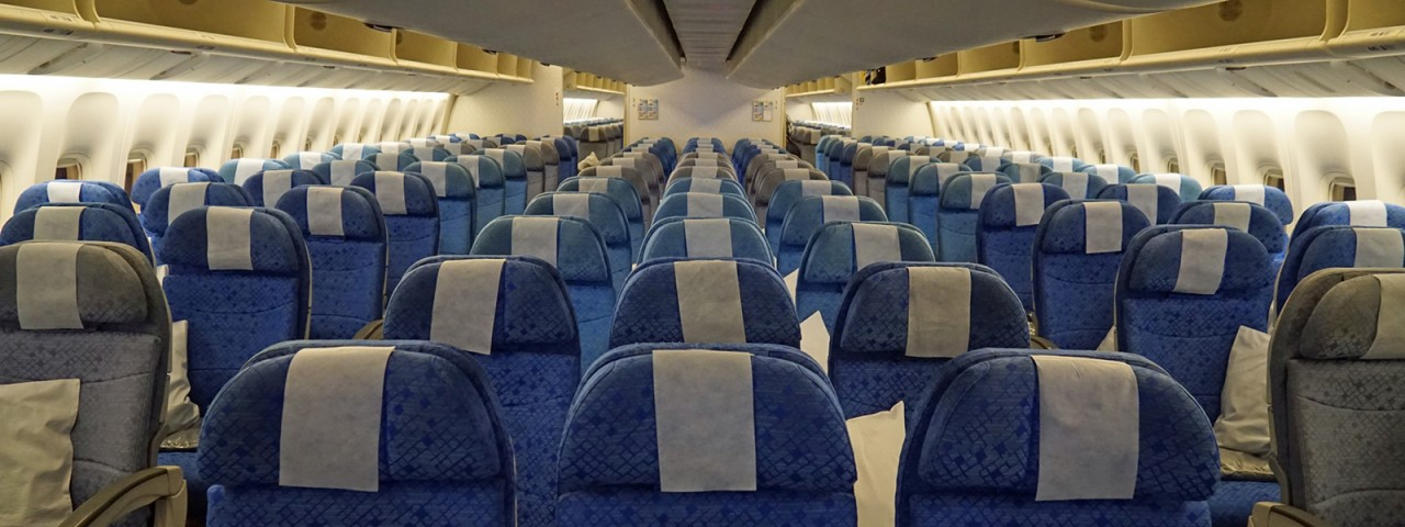А вы знаете, почему кресла в самолетах всегда синие