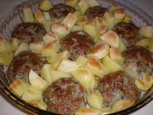 Котлеты в духовке с картофелем.jpg