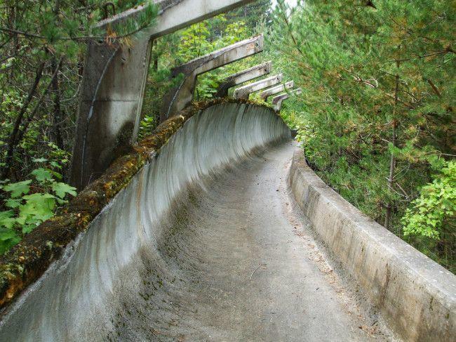 Бобслейная трасса построенная к Зимним Олимпийским играм 1984 года в Сараево заброшенное, природа, разрушение, цивилизация