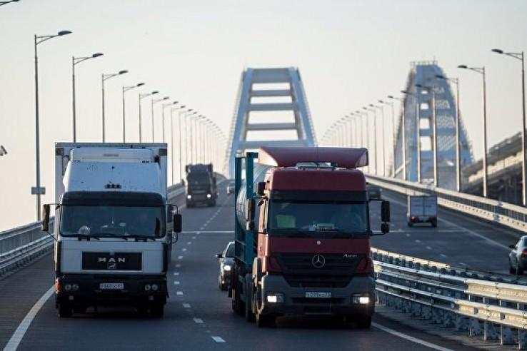 По Крымскому мосту с момента…