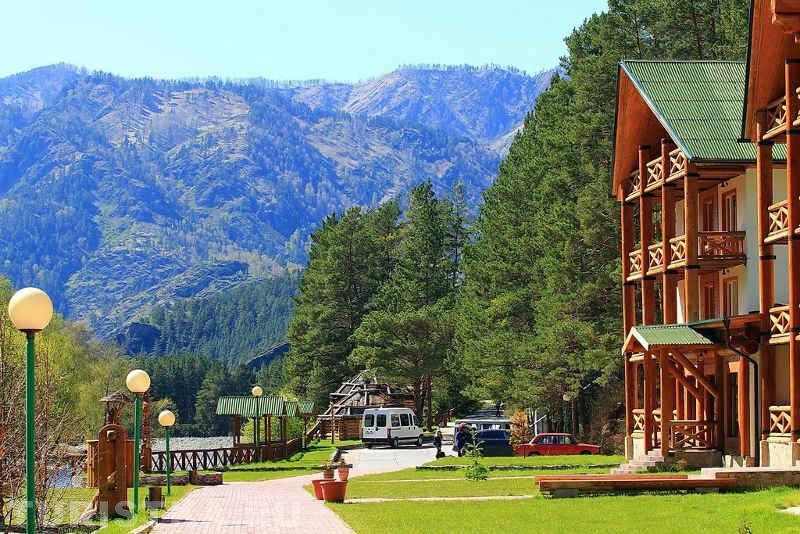 Алтайский эко-курорт, на котором отдыхал Путин,с минимальным ценником в 100 тыщ за 7 дней, признан одним из лучших в стране