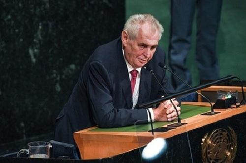 Милош Земан заявил об угрозе нового мирового экономического кризиса